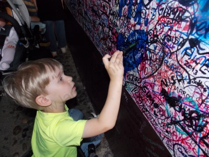 Oliver writing his name on Juliet's wall
