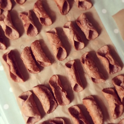 Place the cannoli shells on greaseproof paper to allow them to cool completely