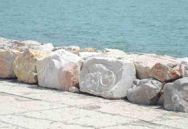 living rocks caorle