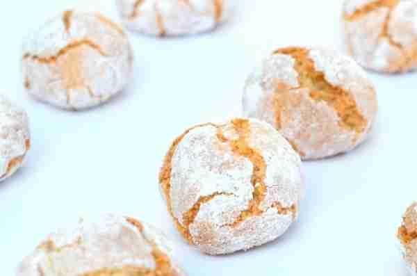 homemade amaretti biscuits