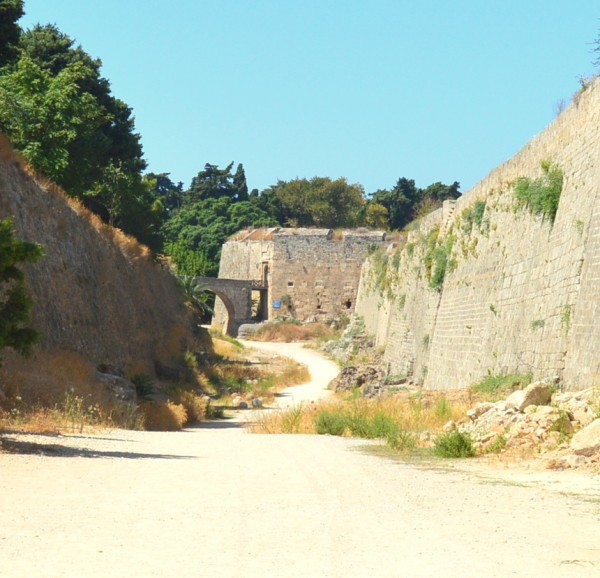 dry moat of rhodes