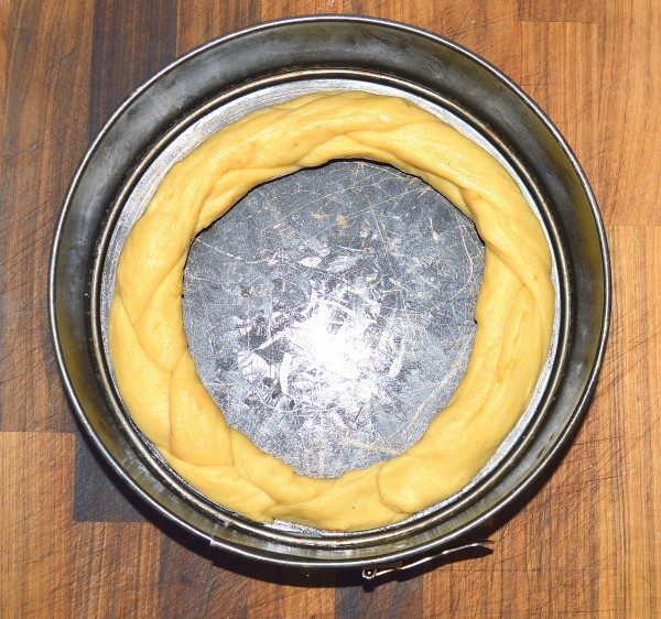 For a wreath loaf you can use a cake tin to help keep its shape