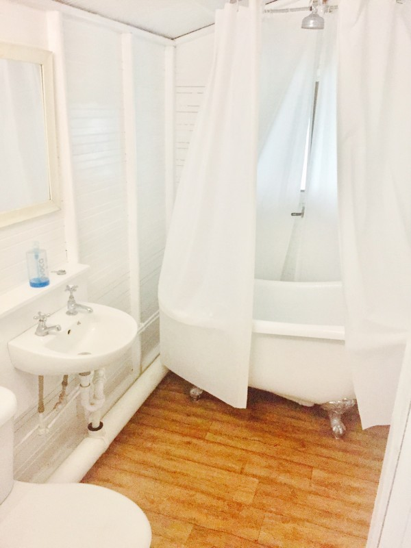 Jollydays Woodland Tent Bathroom