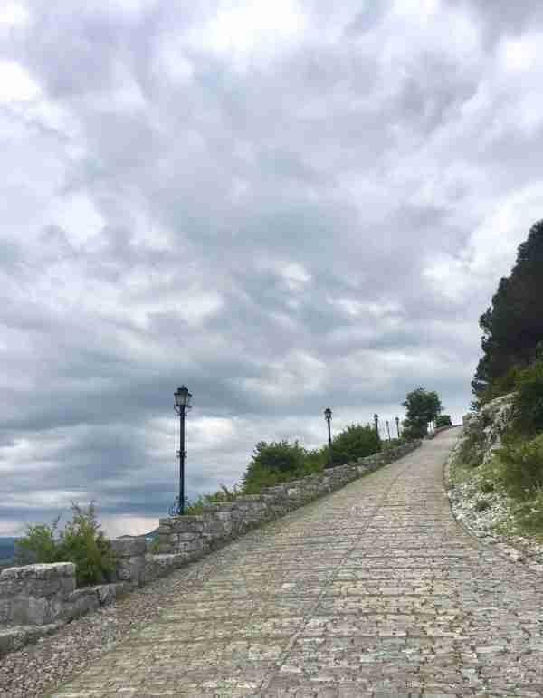 rozafa castle path from car park